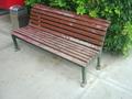 休憩に便利なベンチ