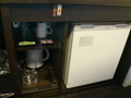冷蔵庫と茶器類