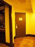 室内から見たドアです