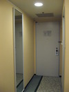 ドアと大きな姿見