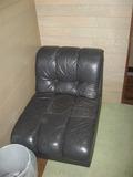 謎の黒いソファ