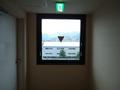 客室前の廊下の窓
