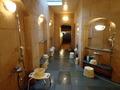 御所坊の半露天・半混浴式大浴場「金郷泉」浴室内