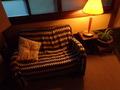 階段上のソファー