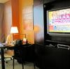 大画面テレビ&テーブル。