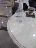 ロビーのテーブルに除菌剤