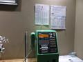 緑の公衆電話あり