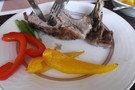 こちらが、スペアリブとカラフルな野菜です