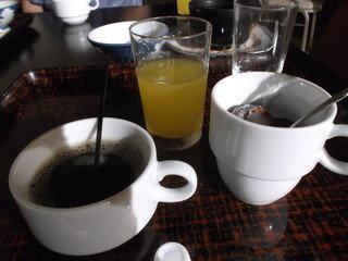 コーヒー ジュース、デザートも