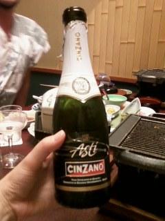 お祝いのシャンパンを
