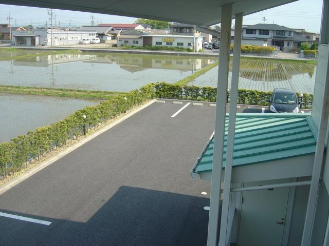 奥の駐車場