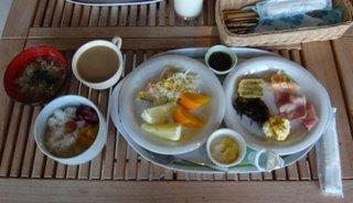 朝食はレストランでビュッフェ