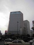 横浜駅西口正面にあります。