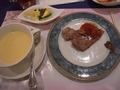 バイキング料理スープとステーキ