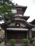 御三階が隣のお寺にあります。