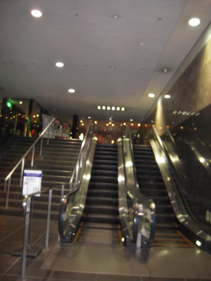 駅からの入口