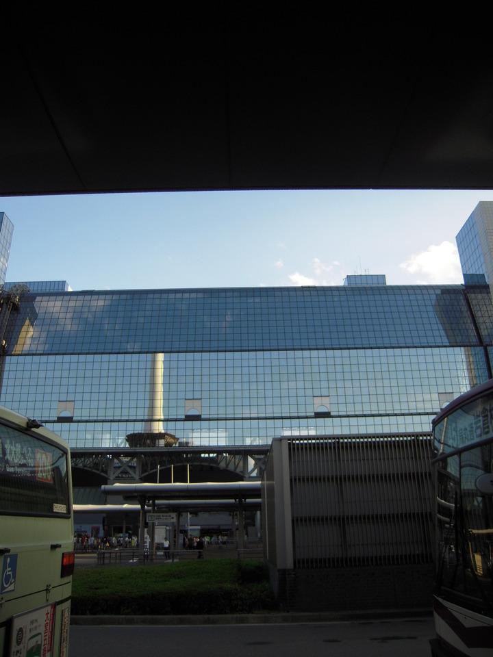 バスターミナルからの外観