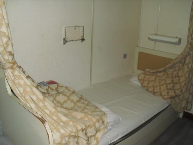特等船室のベッド