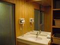 お風呂場の脱衣所の洗面所