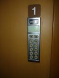 ドアの暗証番号入力パネル