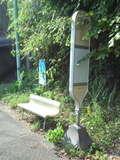 旅館前のバス停