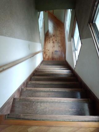 階段の廊下を上から見た所