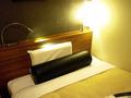 ベッドの枕にはテレビ用・読書用(?)マクラ