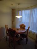 部屋のテーブルセット
