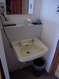 部屋の洗面台です