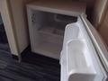 空の冷蔵庫です