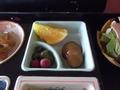 朝食・漬物とフルーツです