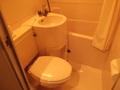部屋のバスとトイレ