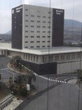 本館前がモノリスタワー