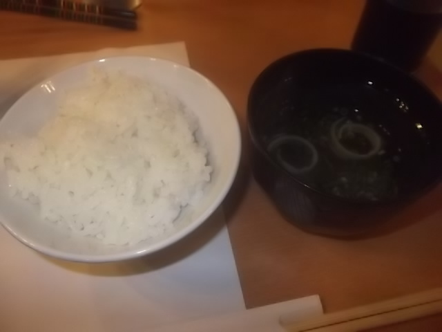 夕食のご飯と味噌汁