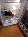 部屋の冷蔵庫にはドリンク類があります。