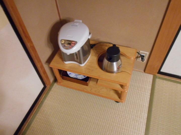 湯沸しポットと冷水ポット