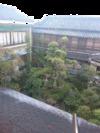 落ち着いた雰囲気の中庭