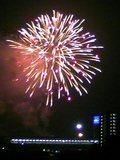 部屋の窓から見える花火大会
