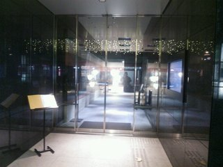 ピカピカのホテル入口