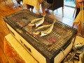 テーブルの横で焼いてくれます!!