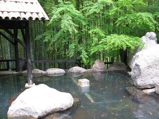竹に囲まれた旅館