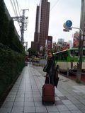 jr新宿駅からホテルを望む
