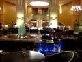 夜、ロビー横のカフェ