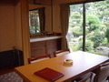 「お宿しらなみ」1階庭園側和洋室/窓側ダイニングルーム