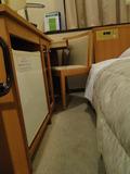 机とベッドの間の距離