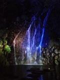 中庭にある滝