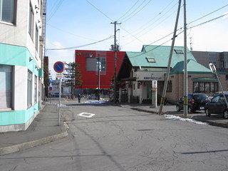 ホテル駐車場から駅方向