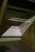 空の冷蔵庫(開き状態)
