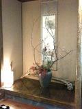 お部屋の床の間には、りっぱなお花が活けてありました。