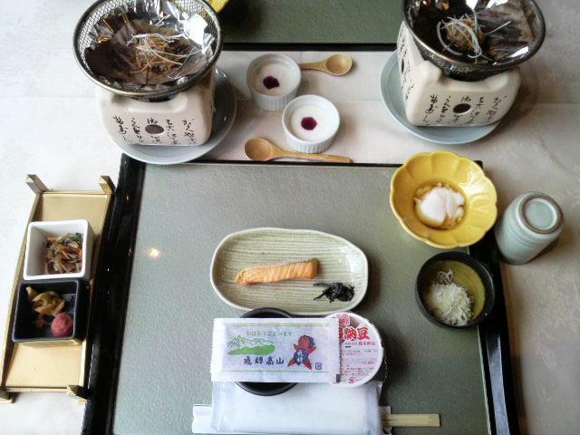 朝食はさっぱりと和食です